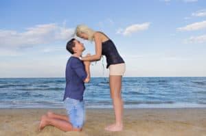 Verzeihen heißt manchmal auch in die Knie gehen und kann die Beziehung retten. Die Paartrainer Dee und Matthias Stolla